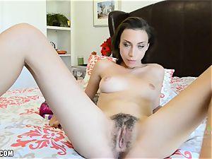 Amber fucktoys her youthful willing bush