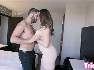 Trickery - Chanel Preston fucks a stranger at a motel