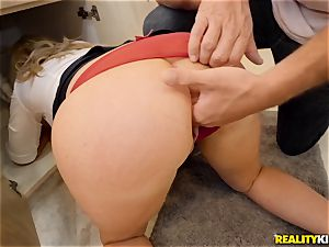 Janna Hicks taking a phat schlong in her pussyhole