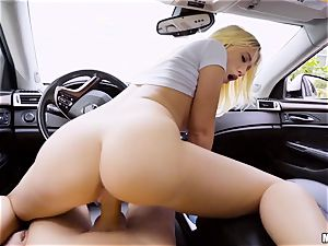 Bailey Brooke plumbed deep in her poon in the car