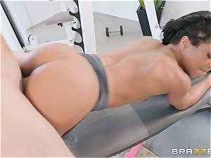 Kira Noir having a total exercise