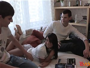 18 Videoz - Lupe Burnett - pulverize for a new douche booth