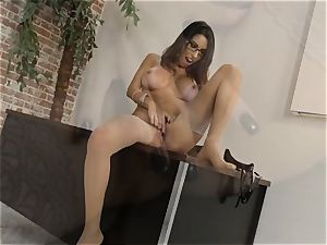 Dava Foxx conversing muddy while using her palms on a rod