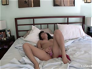 chesty London's home vid getting off