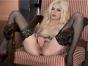 sumptuous Bree Daniels loves teasing her delicious moist hole