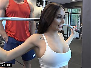 penetrate Confessions Ariana plumbs a random fellow at the gym