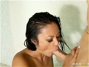 Kaylani Lei pokes her gardener in the shower