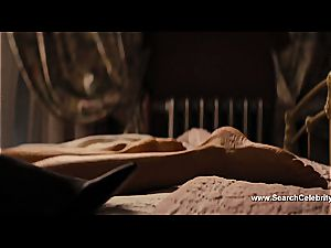 Margot Robbie nude in The hairy man of Wall Street