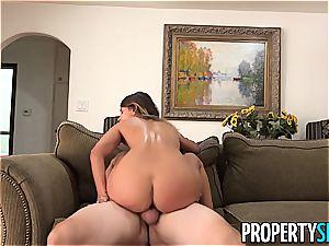 PropertySex Homebuyer humps Property Agent Uma Jolie