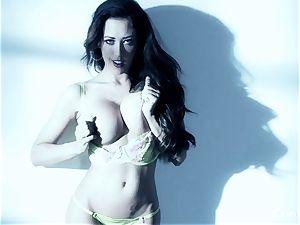 chesty brunette Capri Cavanni works her raw cunny