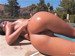 Everyone's fave pornstar Asa taunts by the pool