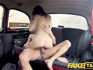 faux cab hard fuckin' rocks taxi cab with tight cunny