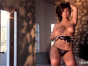 tease and getting off with chesty babe Taylor Vixen