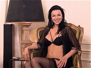 LA COCHONNE Romanian stunner loves deep swift anal