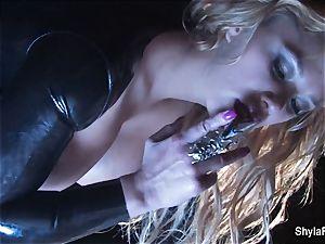 Shyla's fabulous smoking fetish taunt