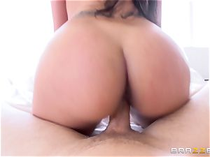 Kimberly Kendall touches her meaty mounds as she plumbs
